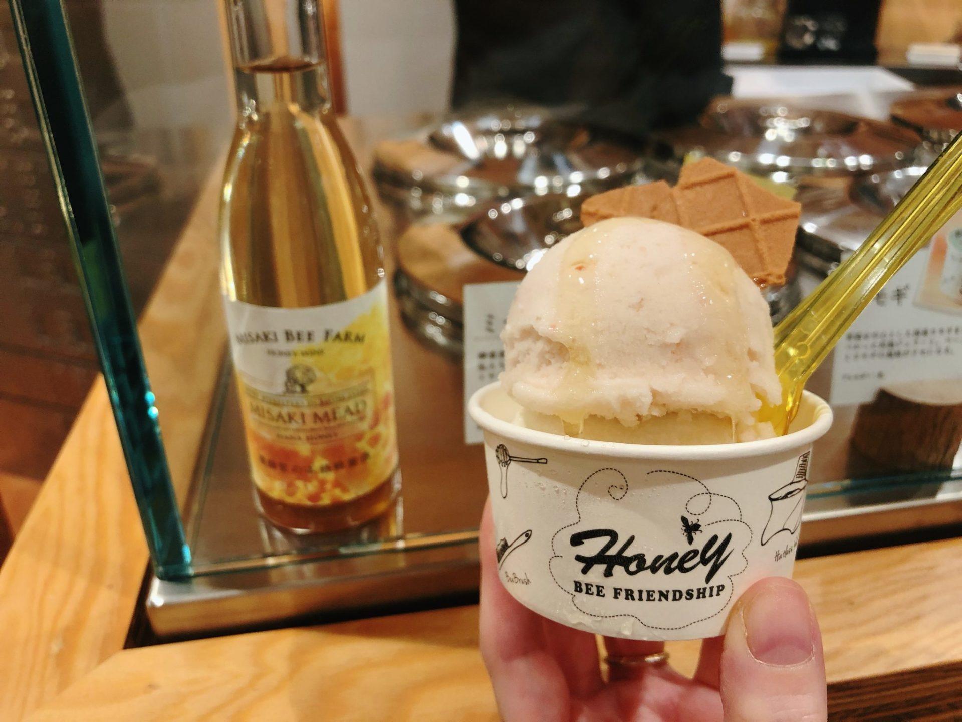 日比谷OKUROJI(ヒビヤオクロジ)のビーフレンドシップのミードアイスクリーム