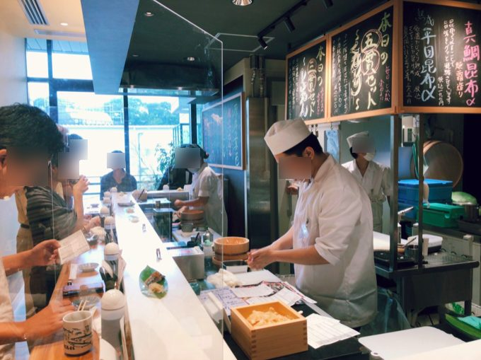 立食い寿司 根室花まる 神宮前店(原宿店)の寿司職人