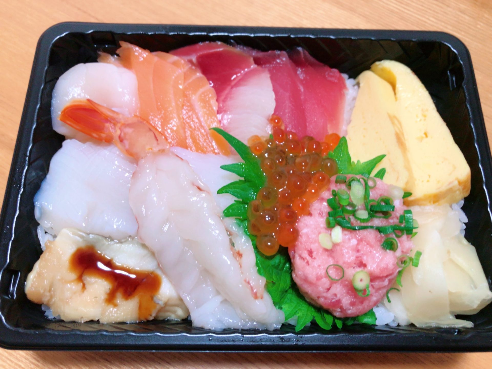 出前館でデリバリーした銀のさらの特上ちらし寿司