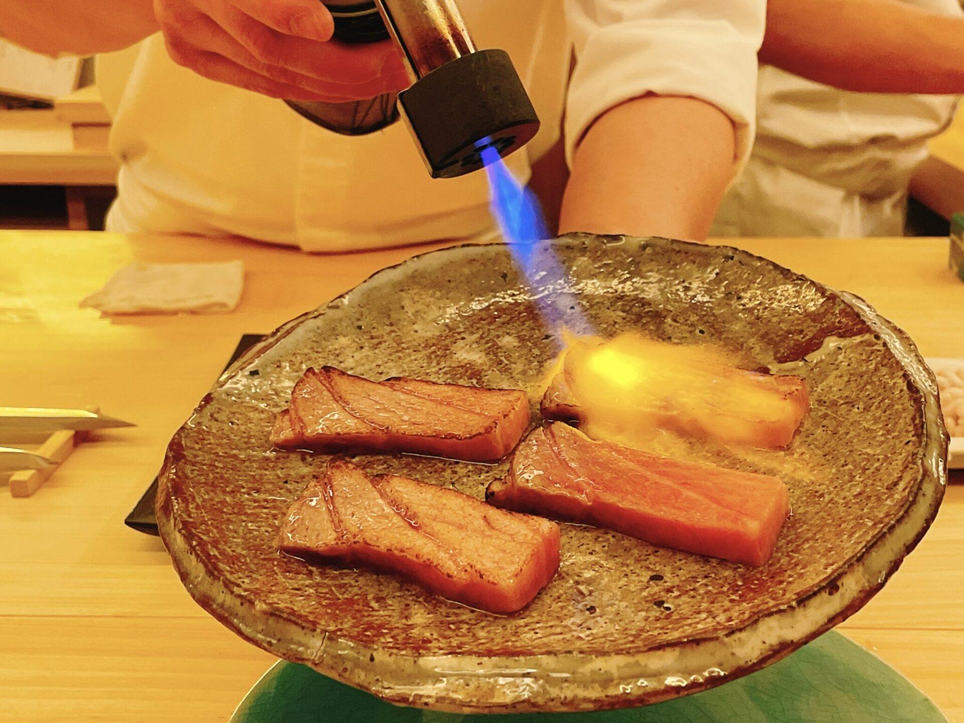 【鮨おにかい+1(たすいち) 中目黒】マグロ炙り