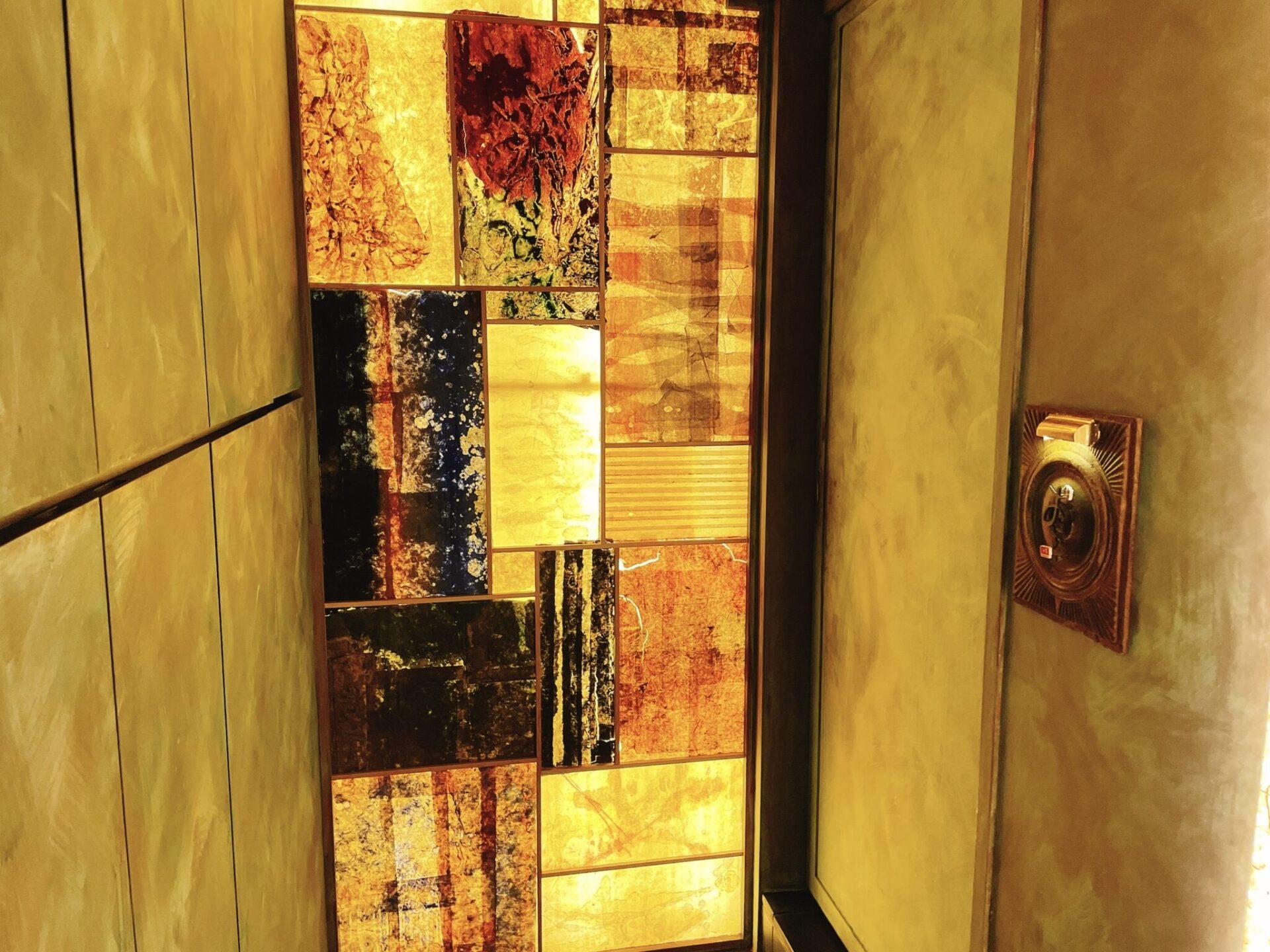 【鮨おにかい+1(たすいち) 中目黒】の扉