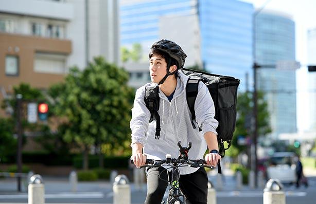 X TABLE(クロステーブル)配達員はバイクか自転車