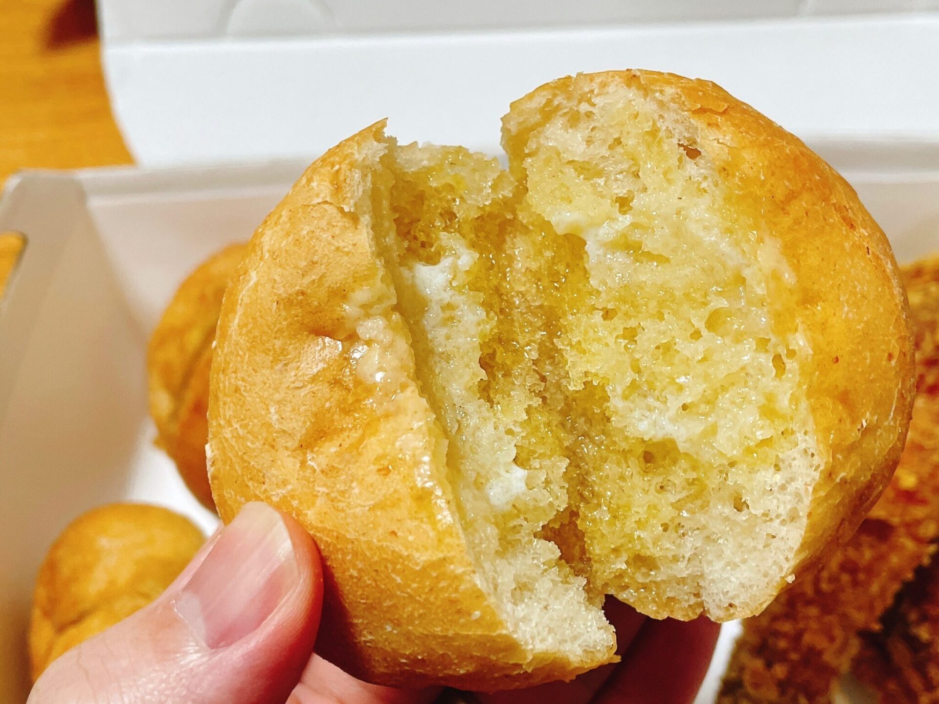 bb.q OLIVE CHICKEN cafeのパン ハニーブレッド