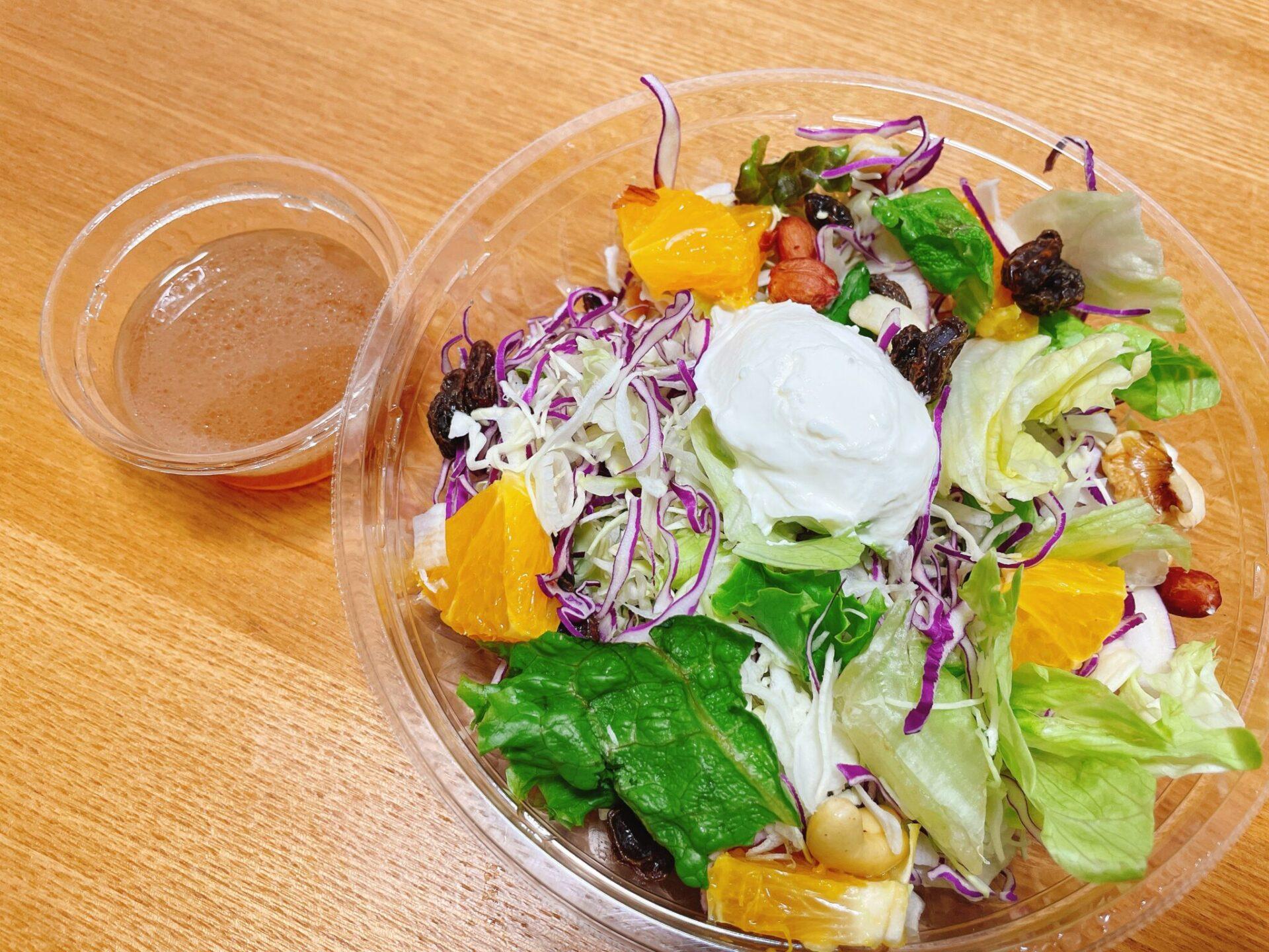 bb.q OLIVE CHICKEN cafeのサラダ