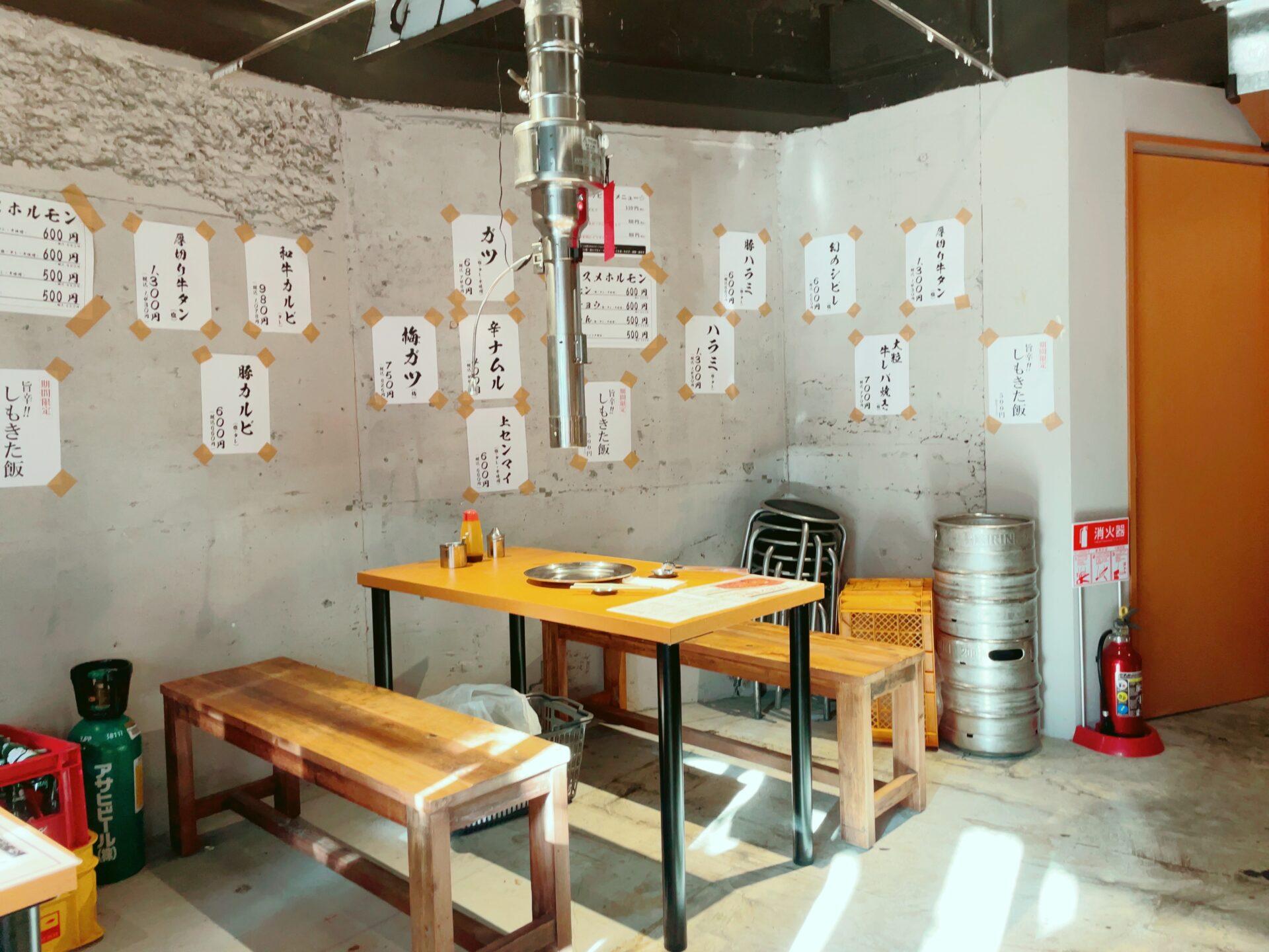 ホルモン青木 下北沢店のテーブル席